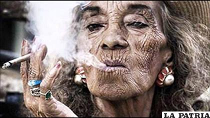 De a poco aumenta el porcentaje de mujeres consumidoras de tabaco /www.i.ytimg.com