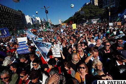 Miles de personas se concentran en Buenos Aires