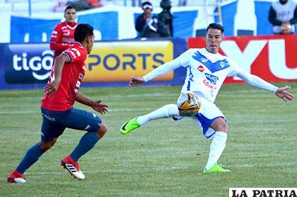 Sanguinetti en su afán de rematar, ocurrió en el partido de ida jugado en Oruro el domingo 20 de mayo, ocasión en que venció Wilstermann (2-4)