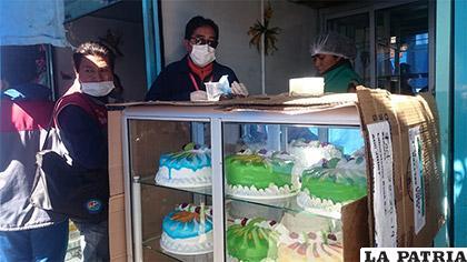 Cajas recicladas contaminan tortas y pueden dañar a la salud de las personas