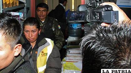 La funcionaria del Gobierno Autónomo Municipal de La Paz, Yamile Cáceres, durante su audiencia cautelar /LOS TIEMPOS
