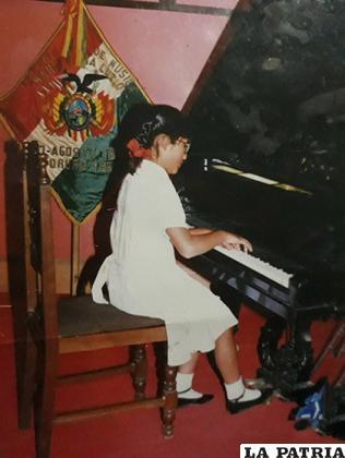 Desde niña, Vannia ya conocía de tocar el piano /VANNIA MIRANDA