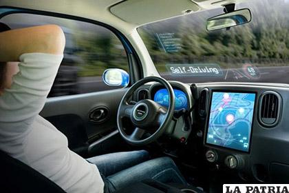 Conductor a bordo de un coche autónomo /eldia.es