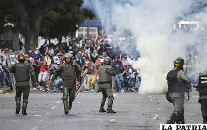 Venezuela atraviesa un pico de tensión política desde el pasado enero, cuando Maduro juró un nuevo mandato de 6 años /800NOTICIAS