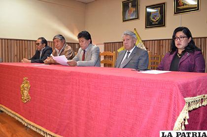 Autoridades juntas por el Carnaval de Oruro 2019 /LA PATRIA