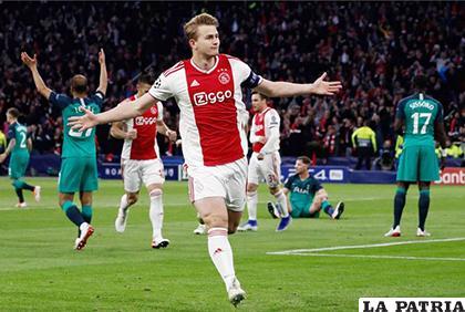 Ajax comenzó ganando con goles de De Ligt y Ziyech y tenía todo para clasificar/ as.com
