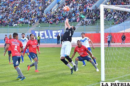 La acción del partido de ida donde Wilstermann se impuso en Oruro (3-0) el 10/03/2019