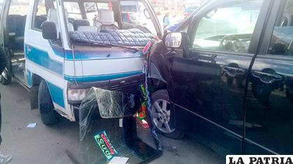Ambos vehículos quedaron seriamente dañados /LA PATRIA