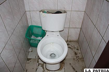 Los baños públicos se encuentran en mal estado /LA PATRIA /TANIA SANTIVA�?EZ