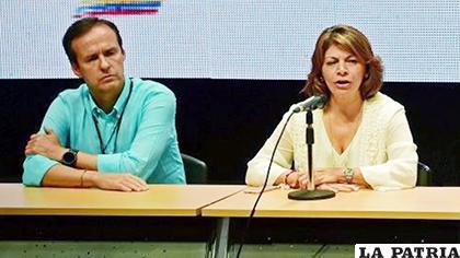 Quiroga junto a Laura Chinchilla en 2017 en Venezuela /AFP