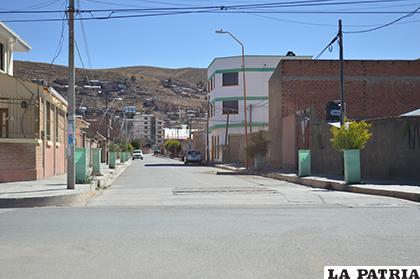 La calle es vacía y los vecinos circulan muy poco por el sector /LA PATRIA