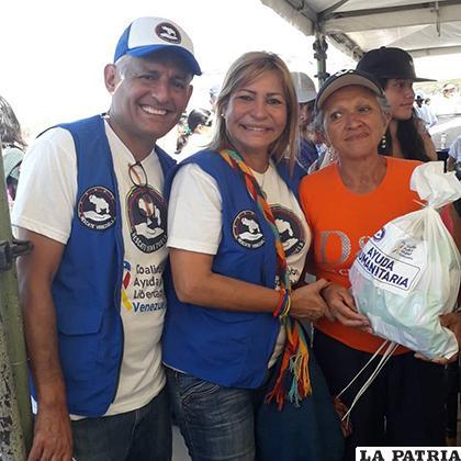 La organización Rescate Venezuela, entregó kits con productos básicos de higiene /IMPACTO LATINO