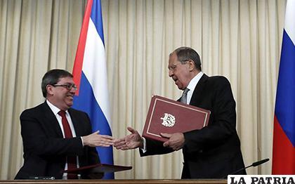 Ministro ruso de Exteriores, Serguéi Lavrov, con su homólogo cubano /Bruno Rodríguez