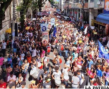 Las manifestaciones de alumnos y maestros por recortes presupuestarios se habían registrado en por lo menos 55 ciudades de 20 estados deBrasil /Radio Sancti Spíritus
