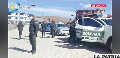 El momento en el que los uniformados llegaron a Huanuni /CAPTURA DE PANTALLA
