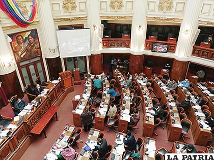Cámara de Diputados aprobó elevar a rango de ley el Decreto Supremo 4204  /MIN DE SALUD