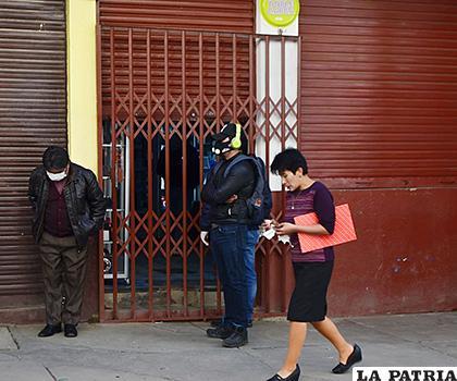 Algunos negocios trataron de abrir sus puertas /CARLA HERRERA /LA PATRIA