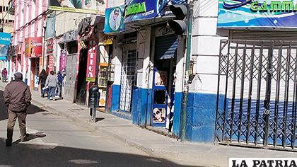 Algunos negocios comenzaron a abrir sus puertas  /LA PATRIA