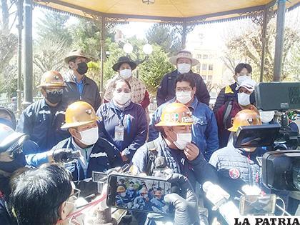 Representantes de Huanuni llegaron a Oruro /LA PATRIA
