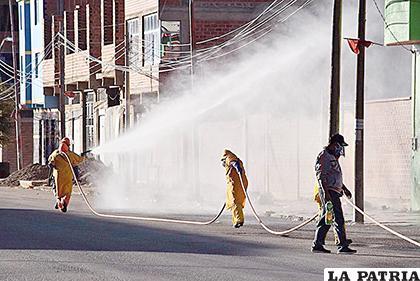 Las fumigaciones se realizan desde que inició la cuarentena /REYNALDO BELLOTA /LA PATRIA