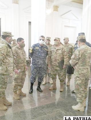 Eva Copa cuestionó a los militares por presentarse con ese uniforme / APG
