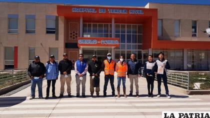 Personeros del Rotary Club Oruro junto a voluntarios con la misión cumplida /LA PATRIA