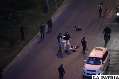La Policía y personal del IDIF realizan la verificación externa a los dos cadáveres /APG
