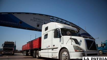 Transporte pesado de Oruro en emergencia por operación de empresa ferroviaria /aspb.gob.bo