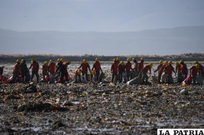 Mucha gente asume el reto de ser parte de este trabajo de limpieza /LA PATRIA