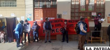 Ayer protestaron en puertas de la Dirección Departamental de Educación /LA PATRIA