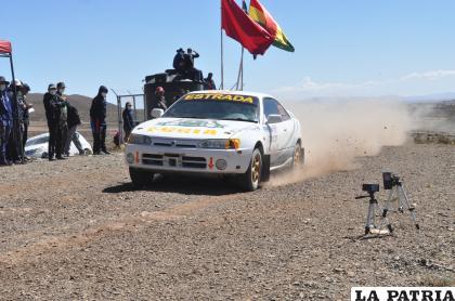 William Estrada acelerando a fondo para quedarse con el primer lugar en la R1B  /LA PATRIA