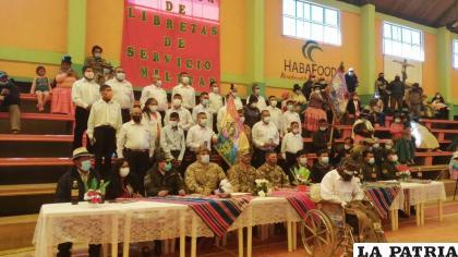 Autoridades militares junto a los flamantes reservistas con capacidades diferentes /Willy Cabezas
