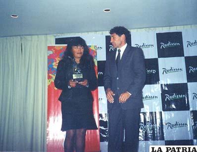 En ocasión del reconocimiento que le hizo el Viceministerio de Deportes, en la foto junto a Carlos Borja