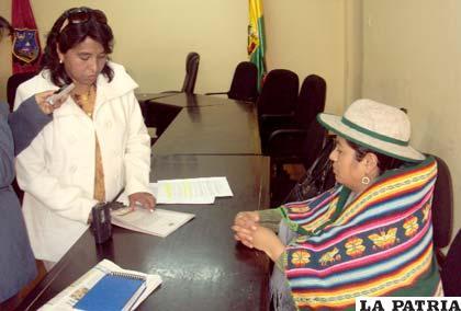 Parlamentarias piden a mujeres postularse a las elecciones judiciales