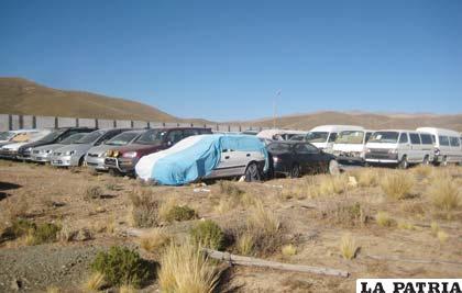 Alrededor de 150 vehículos están en la Zona Franca de Oruro (Zofro)