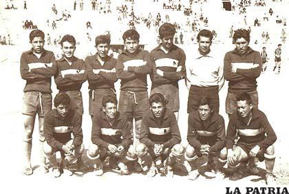 Internacional de 1956, donde destacan el golero Pedro Zapata y Hugo Ponce entre otros