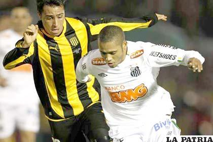 Santos fue más que el Peñarol anoche en el Pacaembú