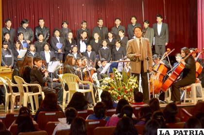 Componentes de la Orquesta Filarmónica Oruro y el Coro de la UTO, ofrecieron agradable concierto recordando el Día Internacional de la Música