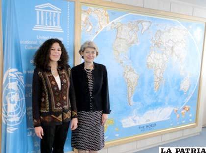 Ministra de Culturas Elizabeth Salguero (izquierda), junto a la directora de la Unesco, Irina Bokova, en la 35 reunión del Comité de Patrimonio Mundial.