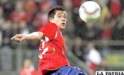 Fernando Meneses, jugador de la selección de Chile
