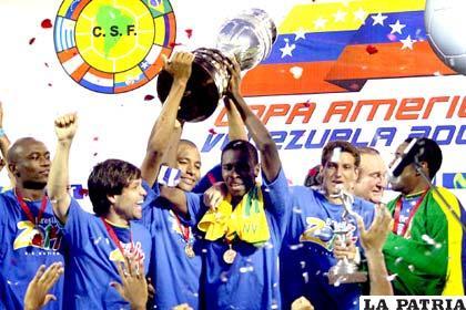 Brasil fue la última en levantar el trofeo de Campeón