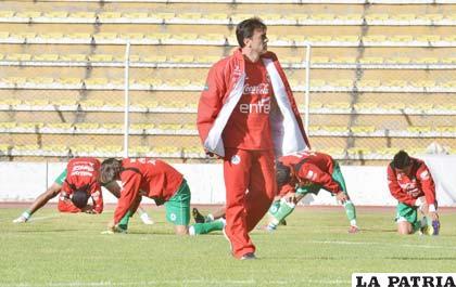 Quinteros al frente de los entrenamientos de la Selección