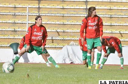 Escobar y Martins jugadores de la Selección Nacional (foto: APG)