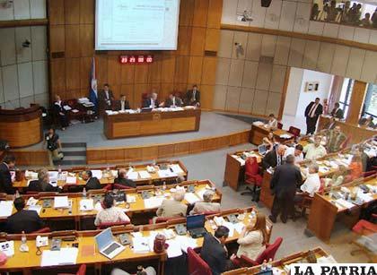 El senado paraguayo inició juicio contra el presidente Fernando Lugo /atooms.com