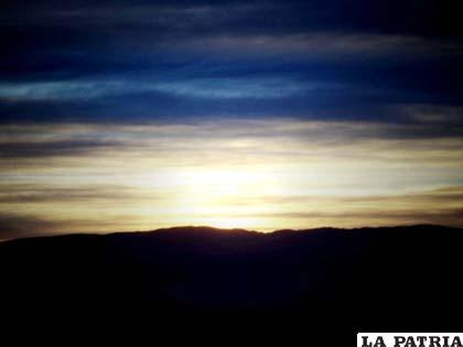 Paisaje de la ciudad de Oruro en la aurora
