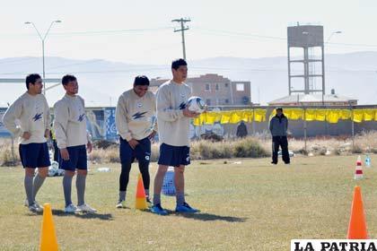 Ignacio García, Marcelo Gomes, Didí Torrico y Marco Andia en el entrenamiento de San José