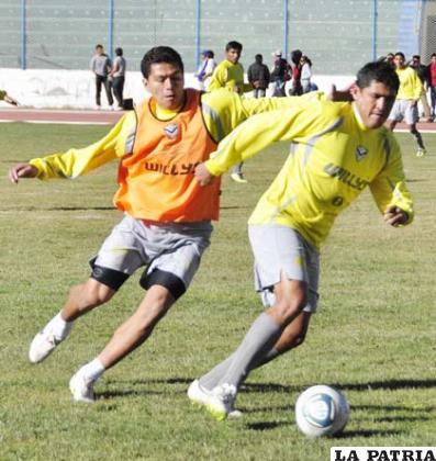 Carlos Saucedo y Luis Palacios en el entrenamiento de ayer