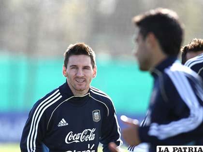 Lionel Messi durante el entrenamiento de la selección argentina ayer