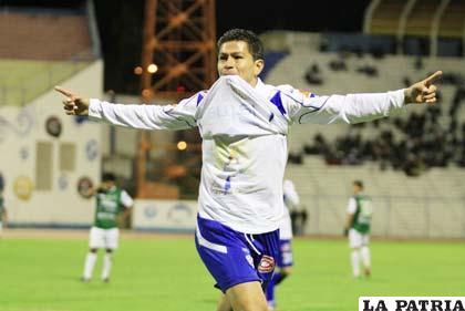 Carlos Saucedo es el goleador de San José