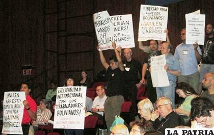 Activistas incomodaron al vicepresidente con sus reclamos